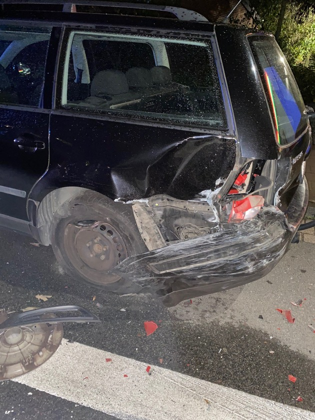 Read more about the article POL-KLE: Geldern – Alkohol am Steuer<br>34-Jähriger rauscht in geparkten Wagen