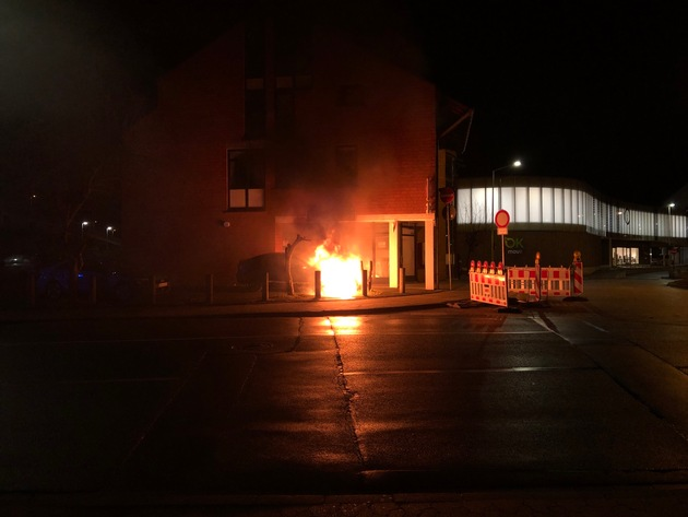 POL-PDKH: PKW im Bereich des Europaplatzes in Bad Kreuznach fängt Feuer – Verdacht der Brandstiftung