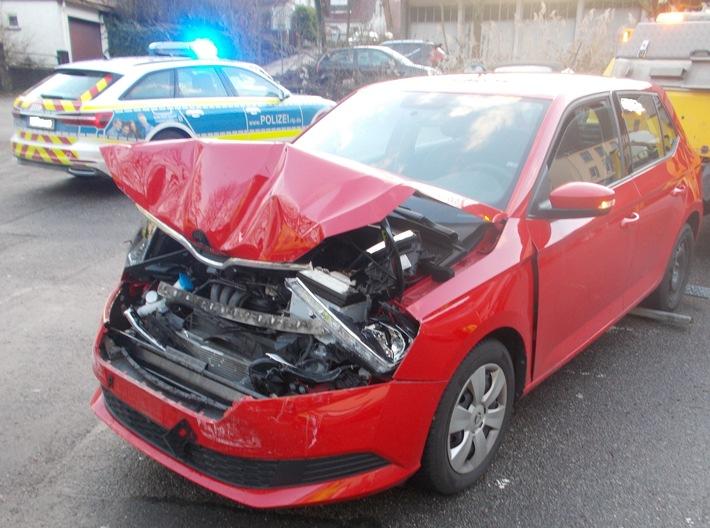 Read more about the article POL-PDNW: Neustadt/Weinstraße – Verkehrsunfall mit drei beteiligten Fahrzeugen – Gesamtschaden 30000EUR