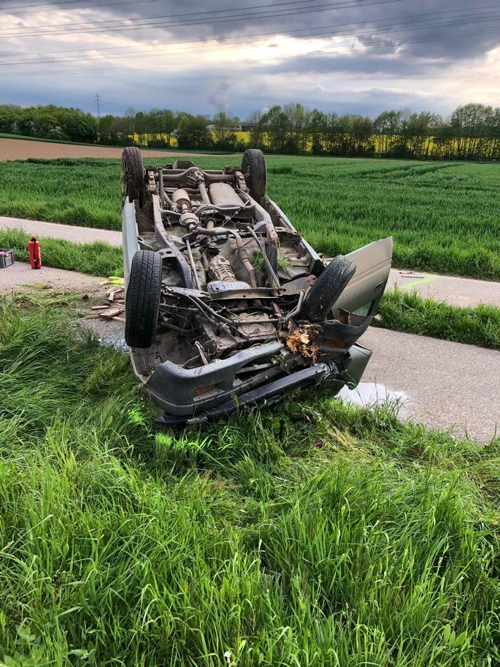 Read more about the article POL-NE: Alleinunfall auf der B477 – Pick-up überschlägt sich