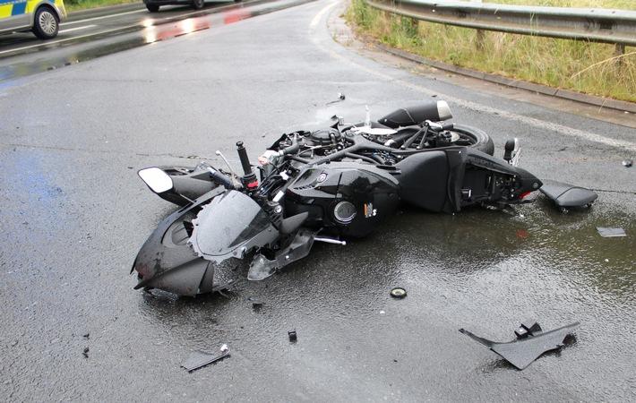 Read more about the article POL-MI: Autofahrerin kollidiert beim Abbiegen mit Motorrad