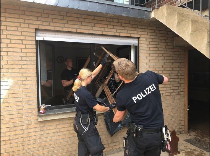 Read more about the article POL-REK: 210722-2: Die Polizei ist rund um die Uhr im Katastrophengebiet im Einsatz