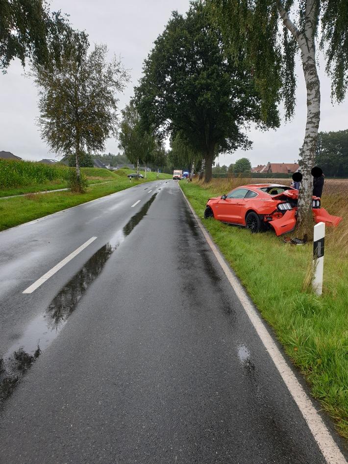 Read more about the article Rotenburg: Ford Mustang auf regennasser Fahrbahn in den Gegenverkehr gerutscht
