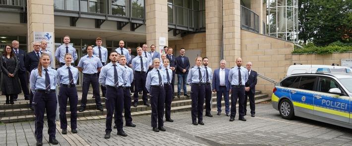 Read more about the article POL-HF: 21 neue Beamtinnen und Beamte bei der Polizei Herford